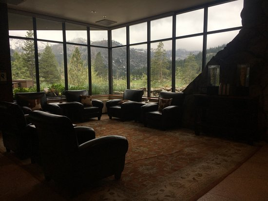 Resort at Squaw Creek : Seating area near the front desk