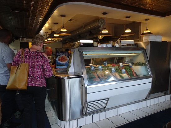 Fisherman's Market & Grill : Fish counter