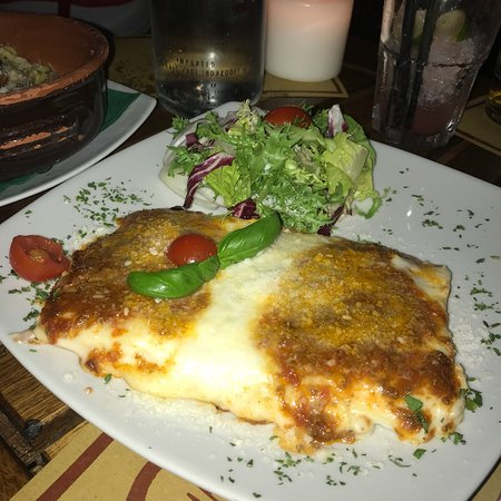 Ombre Rosse: Perfect restaurant, with the best pizzas, lasagnes and spaghettis! 🇮🇹