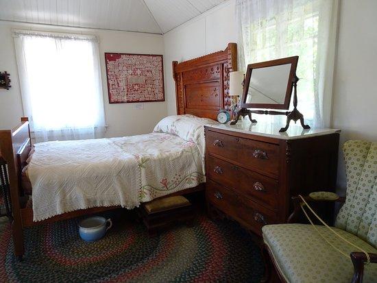 Village Green Heritage Center: Ms. Cornelius' bedroom
