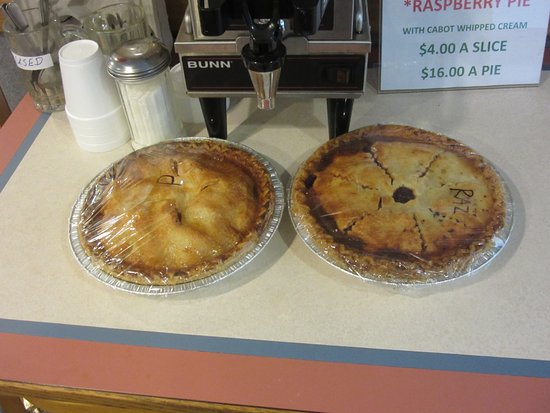 Dutch Mill Family Restaurant: Tasty pies