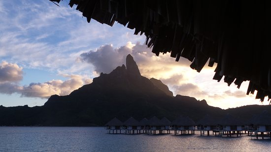 Le Meridien Bora Bora : Sunset view from our room.