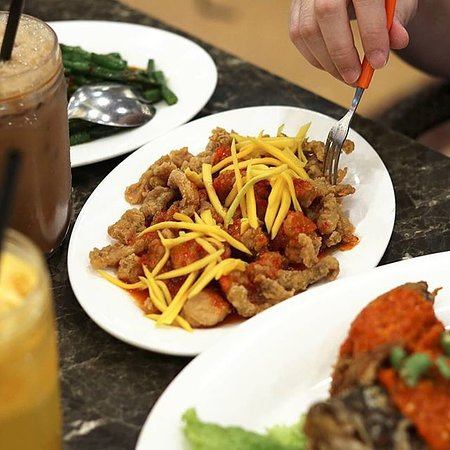 Baresto Cafe Mega Mall: AYAM GORENG ALA THAI