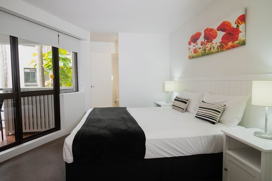Ocean Breeze Resort: 2 Bedroom Superior Apartment Bathroom