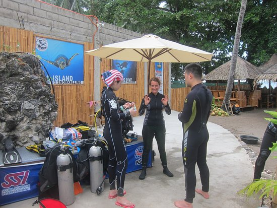 AivyMaes Divers Dauin : Refresher Course Aivy Maes Divers