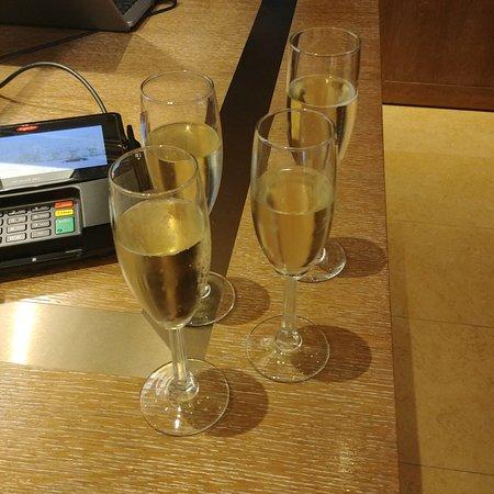 del Lago Resort & Casino : Sparkling wine offered when checking in