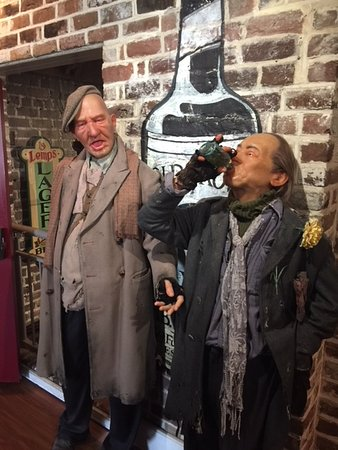 American Prohibition Museum: Loved these two wax figures
