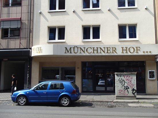 Münchener Hof Hotel: Front of Hotel Munchner Hof