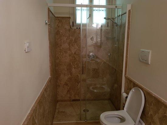 Chervo Golf Hotel Spa & Resort: la doccia
