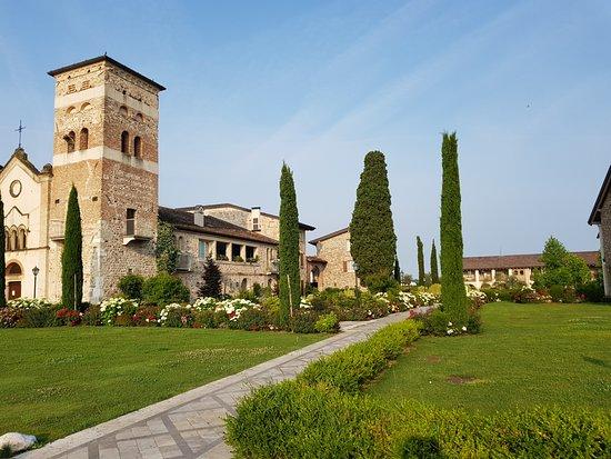 Chervo Golf Hotel Spa & Resort: parco hotel
