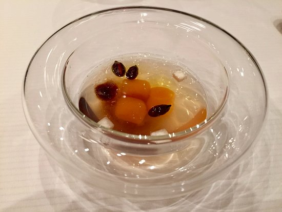 Caelis: The Eggs of Xavier Frauca in his nest with truffled Sabayon ...fantastic !