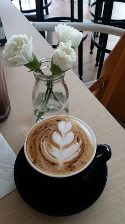 Madeleine Cafe & Patisserie : Hot Cappuccino