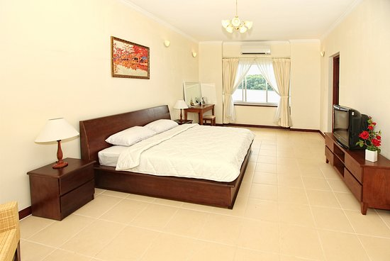 Lakeview Villas, Vietnam Golf & Country Club: master bedrooms