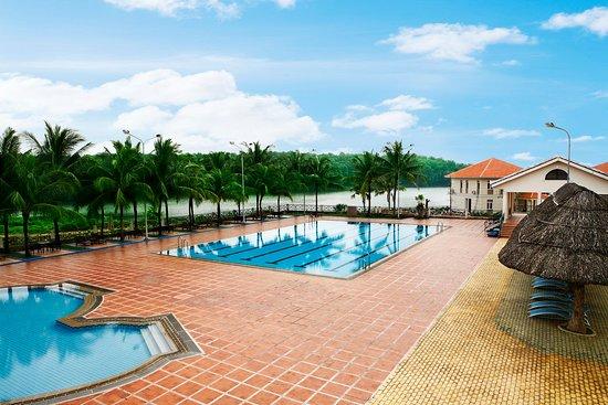 Lakeview Villas, Vietnam Golf & Country Club: public swimming pool
