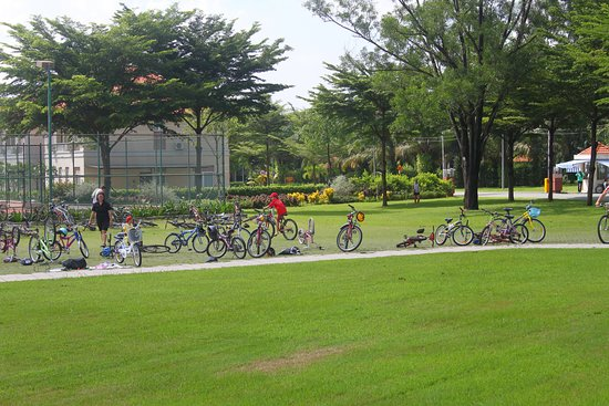 Lakeview Villas, Vietnam Golf & Country Club: bicycling