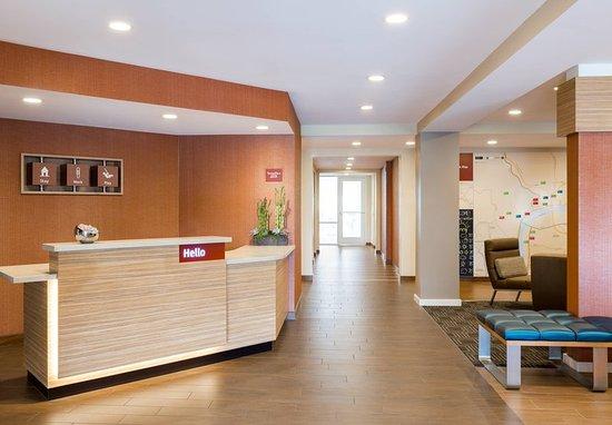 Jeffersonville, IN: Lobby