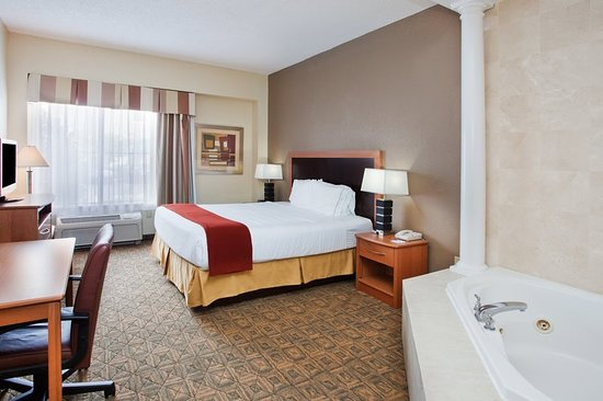 Holiday Inn Express Charlotte - Concord / I-85: Suite