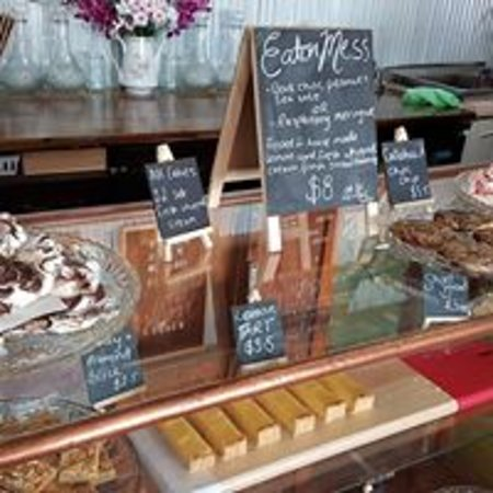 Elmore, Australia: Cakes change daily. We offer a range of G/F, L/F, vegan options. Ask in store today!