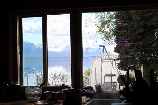 Chulitna Lodge Wilderness Retreat: This is the view from the kitchen (the white structure is their greenhouse)