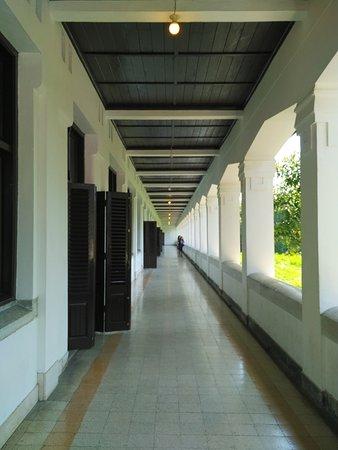 Lawang Sewu Building: Ilustrasi Loket pembelian tiket kereta api