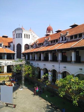 Lawang Sewu Building: Kaca patri