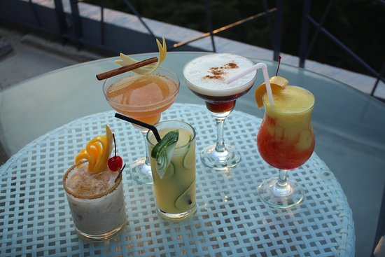 Solea Mactan Resort: Salt & Sky Rooftop Lounge