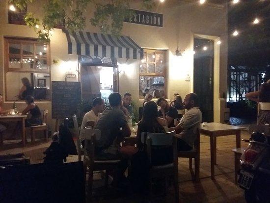 La Estación Coffee & Tea: Noches con música en vivo