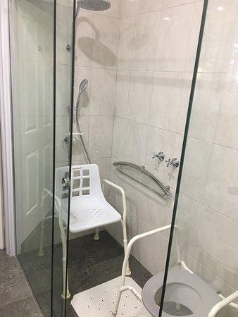 Glider City Motel: Disabled Bathroom - Shower area