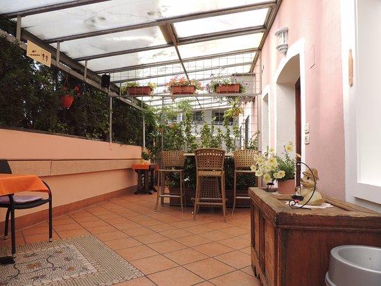 Gasthof Mondschein: Cortile interno dell'hotel