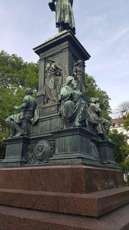 Statue of Johann Christoph Friedrich von Schiller照片