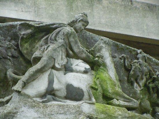 Statue de Paul Adam