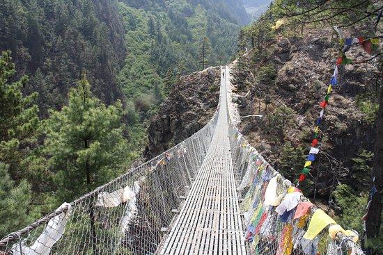 Zam Zam Trekking: famous bridges