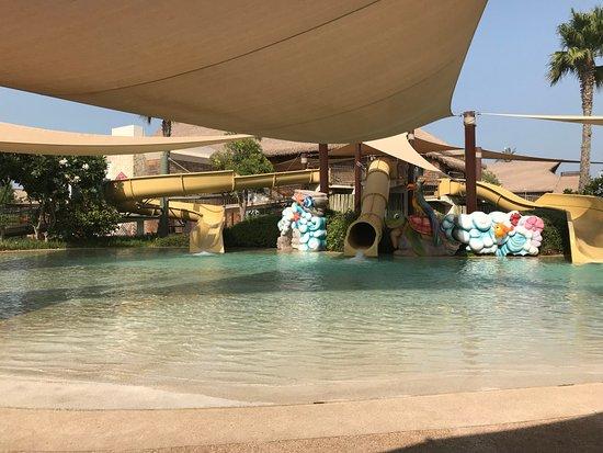 Banana Island Resort Doha by Anantara : kids pool with 3 water slides