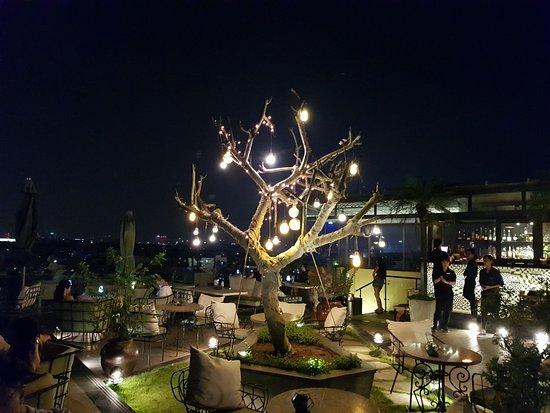 Khách sạn Hà Nội Tirant: Skyline bar and restaurant