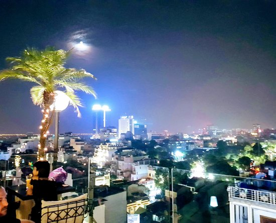 Hanoi Tirant Hotel: The view from the bar