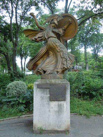 Statue La danse triomphale
