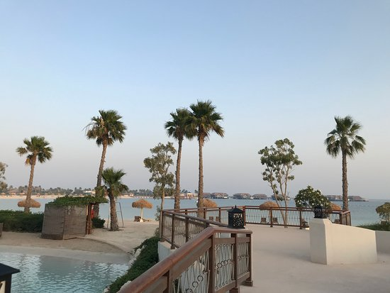 Banana Island Resort Doha by Anantara : beach and lagoon pool