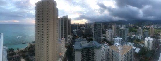 'Alohilani Resort Waikiki Beach: Partial ocean view (32nd floor)