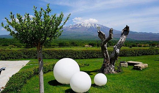 Fucina di Vulcano : View towards Mt. Etna (photo: David Hawkes)