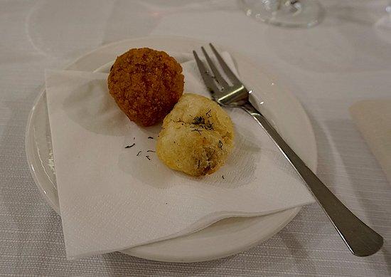 Fucina di Vulcano : Arancini with ragu and croquette Cheese red pepper appetizer (photo: David Hawkes)