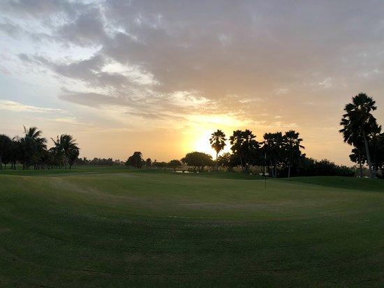 North Sound Golf Club: Sunset