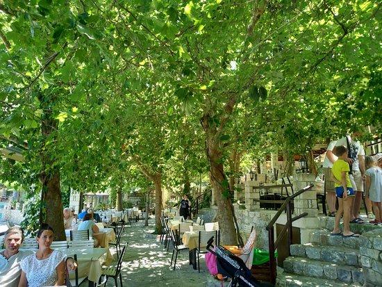 Argyroupolis, Grecia: P80604-132243_large.jpg