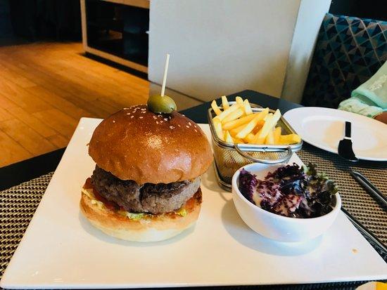 Oasis - Vivanta by Taj: Not so good Lamb Burger