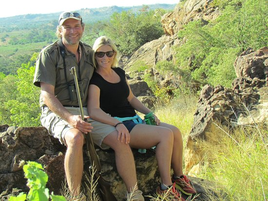Northern Tuli Game Reserve, Μποτσουάνα: Our wonderful hosts, Stuart and Julie Quinn - took us on a Wilderness walk