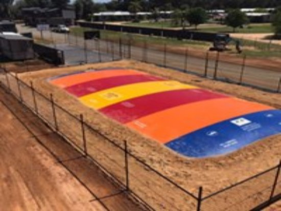 Bundalong, Australia: Keep the kids entertained for hours on our enormous jumping pillow!
