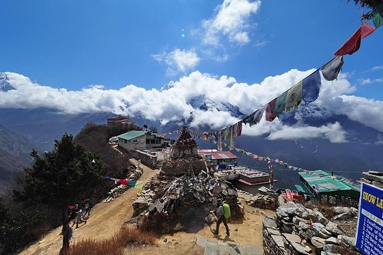 Nepal Trekkers : one the way back to namche #mongla hill