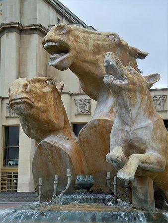 Sculptures Chevaux et Chien: Détail de la sculpture