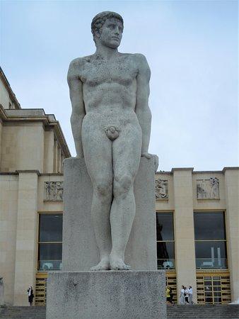 La statue L'Homme