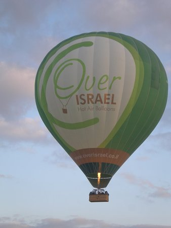 Over Israel - Hot Air Balloon: Pic from the ground