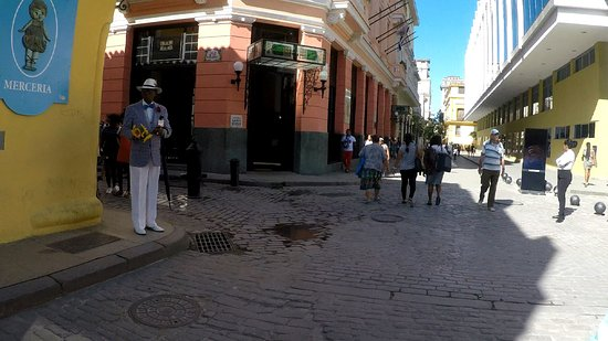 Calle Obispo: Dressed up Cuban